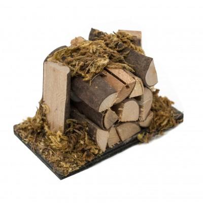 Catasta di legna con muschio